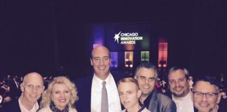 El Equipo Beltone con su presidente, Todd Murray, en la gala Chicago Innovation Awards recogen el premio por Beltone First
