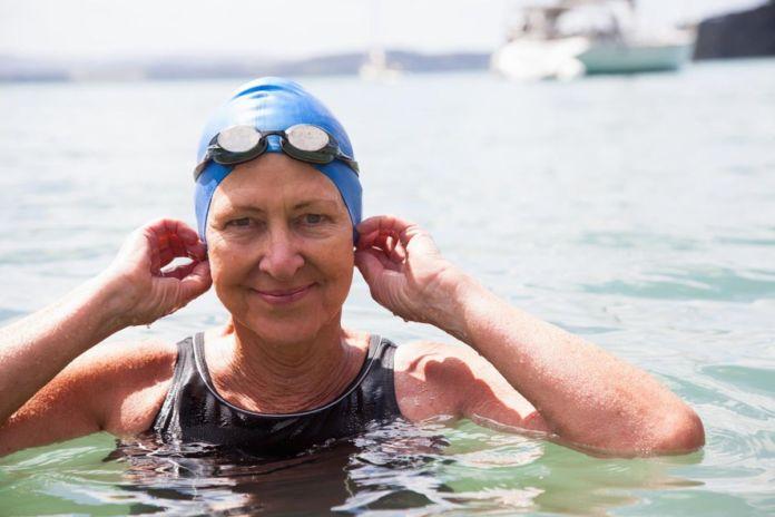 Cuida tus oidos verano natacion piscina oceano mar