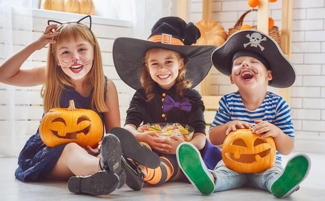 niños con discapacidad auditiva en halloween