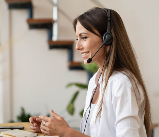 Cuidados auditivos si teletrabajas con auriculares